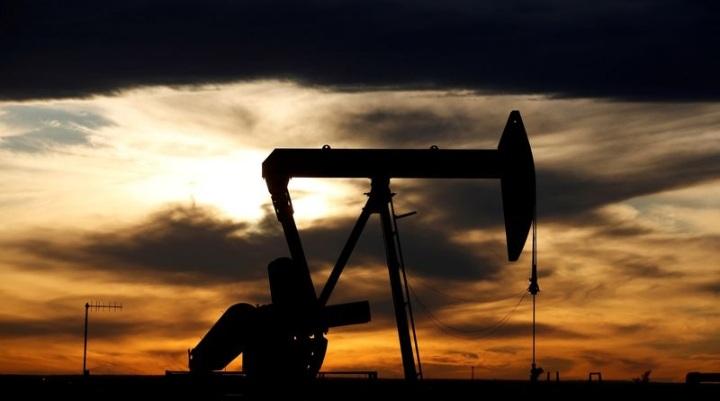 نفت 1 - با نزدیک شدن طوفان دلتا به خلیج مکزیک ایالات متحده، قیمت نفت افزایش یافت