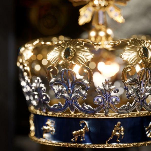 "Crown - انتخاب ایلان ماسک به عنوان ""پادشاه رمزنگاری"" ، توسط دولچه و گابانا!"
