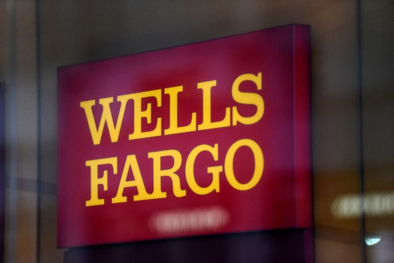 LYNXMPEH8C0EZ L - رویارویی مقامات اجرایی سابق Wells Fargo به دلیل رسوایی حسابهای جعلی با قانونگذار آمریکایی در دادگاه