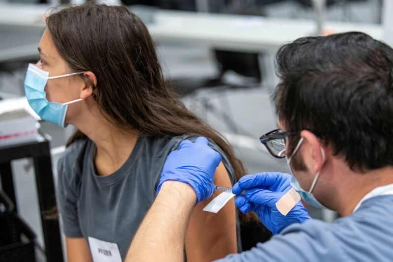 LYNXMPEH97120 L - ایالات متحده بیش از 400 میلیون دوز واکسن COVID-19 را تزریق کرده است