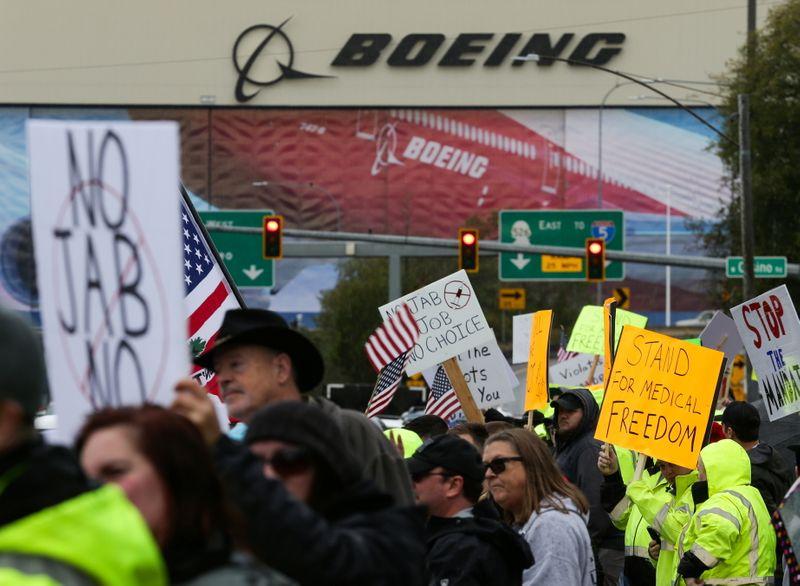 LYNXMPEH9E15L L - اعتراض کارگران بوئینگ در نزدیکی سیاتل به اجباری بودن واکسن در آمریکا