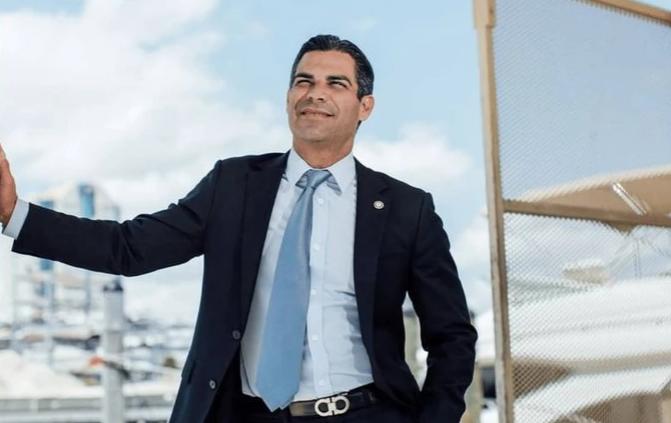 Miamis Mayor - شهردار میامی در مخالفت با جیمی دیمون، می گوید بیت کوین قطعاً بی ارزش نیست